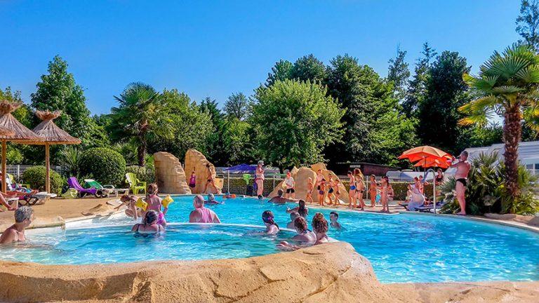 Profitez de vacances de rêves dans un camping avec piscine dans les Landes